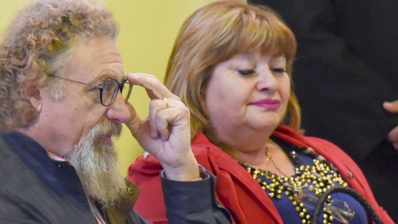 El psicólogo social Alfredo Luenzo está a favor de la despenalización; la diputada Llanos no.