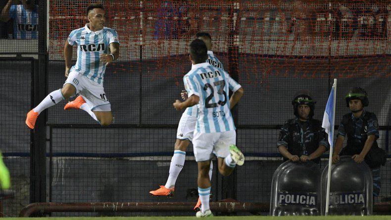 Racing venció a Vélez por 2 a 1 en Avellaneda