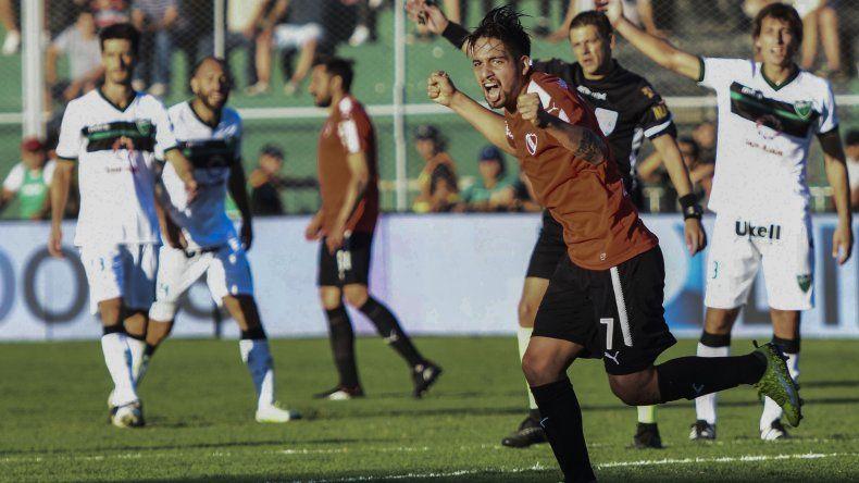 Martín Benítez abrió anoche el camino de la victoria de Independiente anoche en San Juan.
