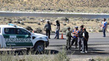 Cinco piquetes están instalados en las rutas provinciales 12, 43, 16 y 18 y uno en la Ruta Nacional 3, en el acceso sur de Caleta, donde ayer se presentó una comisión de la Gendarmería Nacional.
