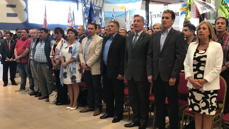 Entre los presentes se destacaron el gobernador Arcioni y la intendente de Rawson.