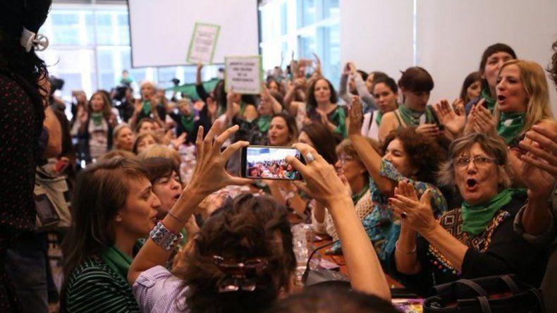 Con gran respaldo de diputados se presentó el proyecto de aborto legal