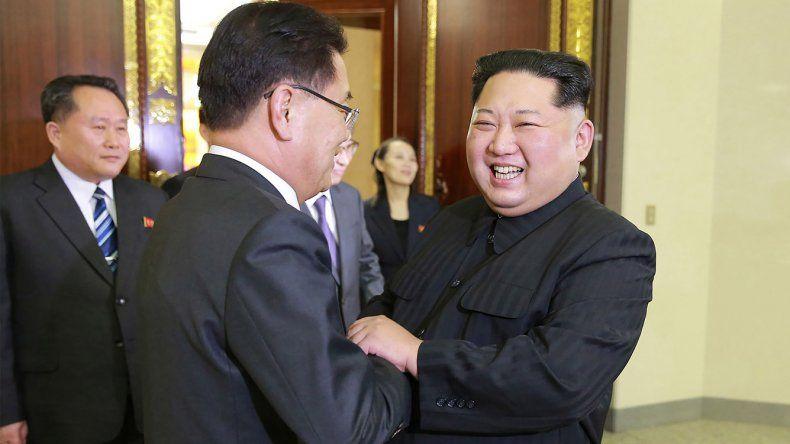 El líder norcoreano Kim Jong-un recibió a un enviado de Seúl y dijo estar dispuesto a negociar un plan de desarme nuclear.