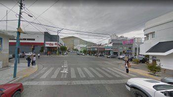 Cuatro hombres robaron mercadería en un supermercado del centro