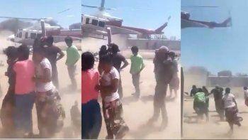 El gobierno de Salta tira alimentos desde un helicóptero