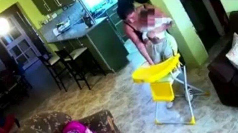 Escrachó a su niñera por maltratar a sus hijos