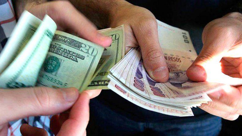 El dólar baja cinco centavos en el inicio de la semana a $ 20,50
