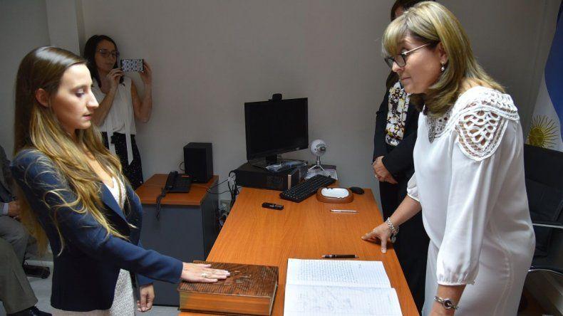 La joven abogada Marianel González prestó juramento como secretaria penal ante la juez federal Marta Yáñez.