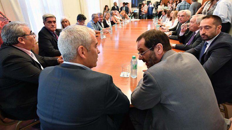 En la Sala de Situación de Casa de Gobierno se firmó un acuerdo por representantes de los tres poderes del Estado para conformar una Mesa de Interpoderes.