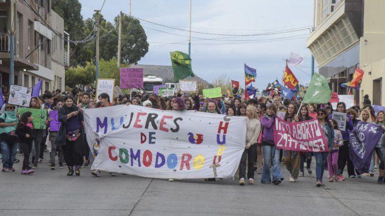 Más de mil personas marcharon en la ciudad para conmemorar el Día de la Mujer