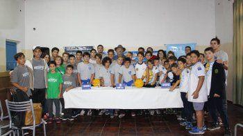 Los chicos del waterpolo durante la presentación del encuentro nacional que se llevó a cabo el último jueves.