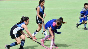 calafate rugby club comienza sus actividades de la escuelita de hockey