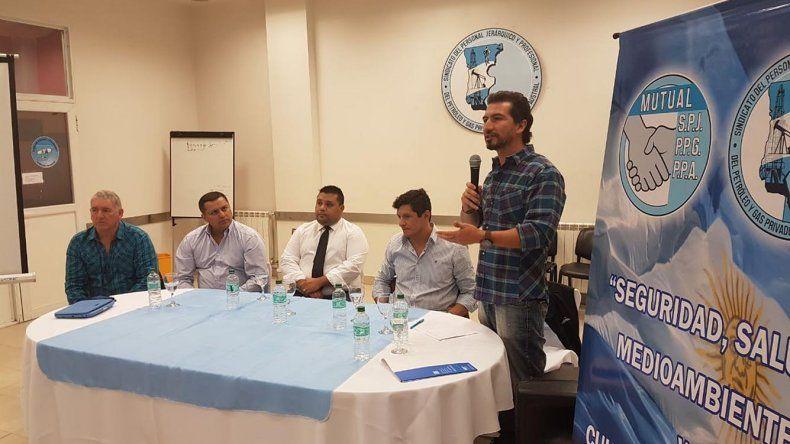 El encuentro entre representantes de los distintos estamentos que se desarrolló en la sede del Sindicato de Petroleros Jerárquicos.