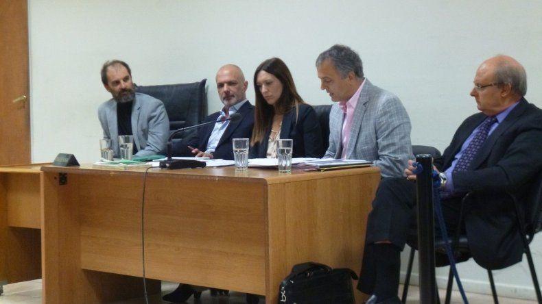 Martín Buzzi y Néstor Di Pierro junto a sus abogados defensores durante la etapa preliminar a juicio.