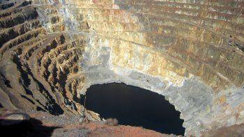 el gobierno nacional presenta ante el mundo los proyectos mineros como si se tratase de algo concreto y ya decidido