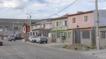 En el barrio San Cayetano sus habitantes continúan esperando por la ayuda que nunca llegó, a casi un año del temporal.