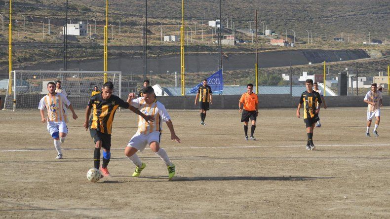 Rada Tilly volvió a ganar esta vez como local y sigue en lo más alto del fútbol de ascenso.