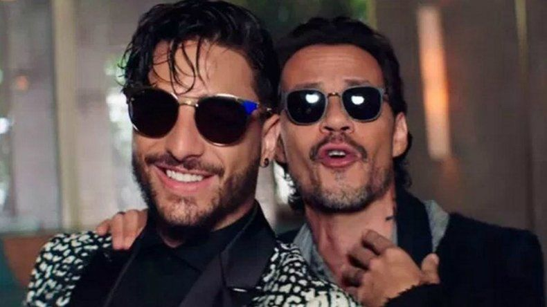 Marc Anthony besó a Maluma en la boca y el video es viral