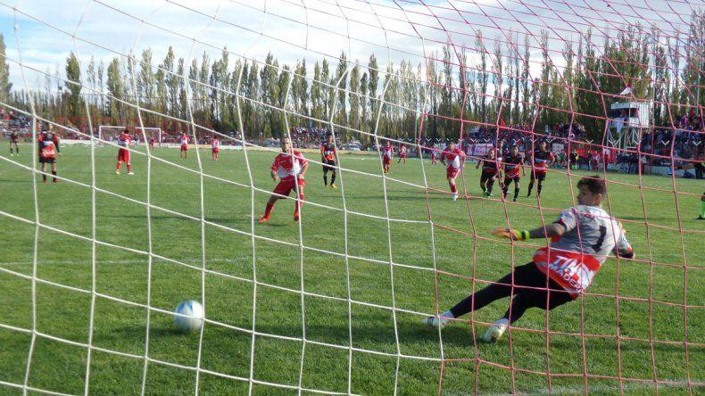 Franco Erro marca el gol del triunfo