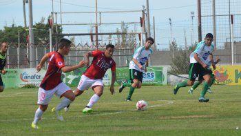 Huracán logró ayer como local su primera victoria en el torneo Inicial A al derrotar a Petroquímica por 3-2.