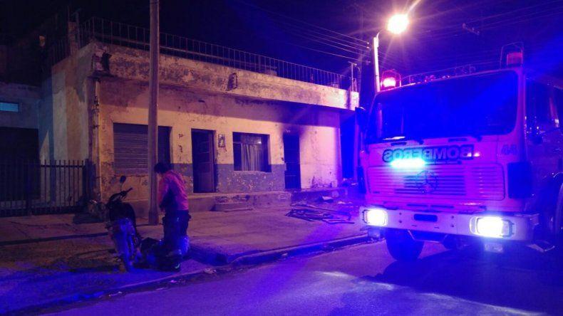 Bomberos trabajaron más de dos horas en un incendio en La Floresta