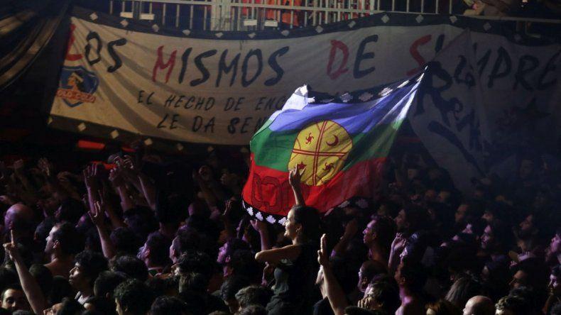 La Renga tocó de sorpresa en el festival mapuche de Kiñe Rakiduam