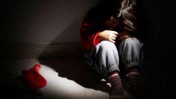con cinco anos, salvo a su hermana de ocho de que la violen