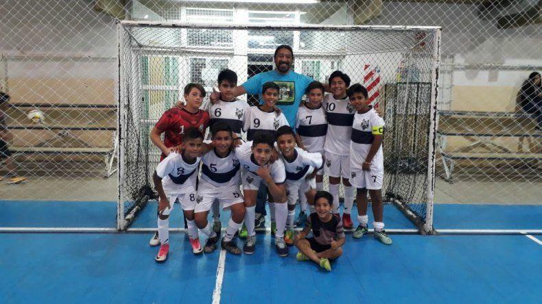 Los chicos de El Lobito A que se consagraron campeones anuales 2017 en la categoría Infantil 2005-2006.