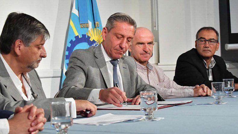 El gobernador Mariano Arcioni presentó ayer la ley de Propiedad Publica Privada y el Programa Renovar.