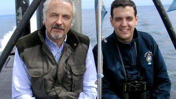 El capitán Bergallo, que integra la comisión investigadora  oficial, junto a su hijo Jorge Ignacio, quien era el segundo comandante.