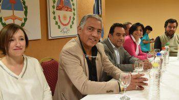 Acompañado por colaboradores inmediatos, el comisionado de fomento de Cañadón Seco, Jorge Soloaga, presidió el acto de apertura institucional de su tercer ciclo de gestión.