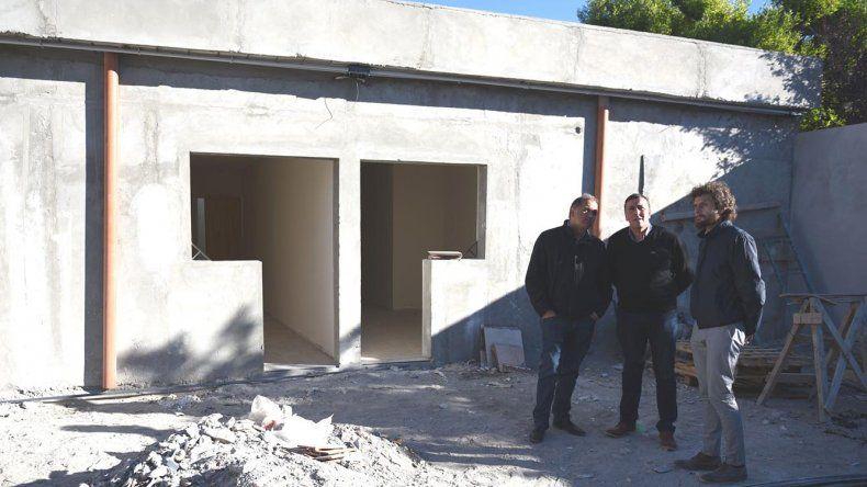 Funcionarios municipales supervisaron ayer el avance de las obras en el predio del barrio 13 de Diciembre.