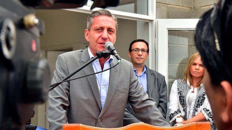 El gobernador cuestionó las operaciones políticas anónimas contra su gobierno