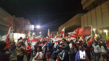 El festejo de los hinchas de River en Comodoro tras la victoria en el Superclásico