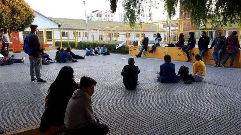 Estudiantes de Comodoro se mantienen movilizados por el TEG