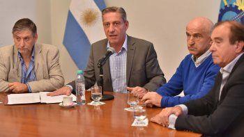 El gobernador Arcioni anunció un paquete de medidas para reducir el gasto público.