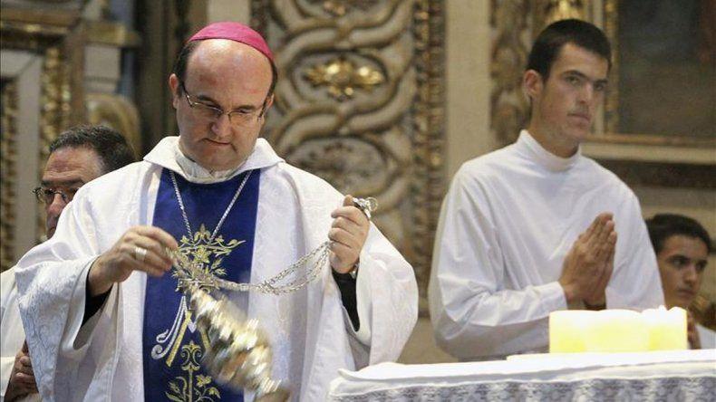 Un obispo ofrece exorcismo a las feministas