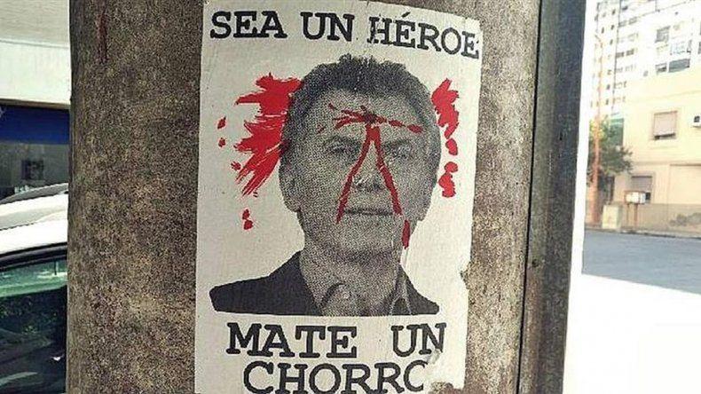 Aparecieron afiches amenazantes contra Macri