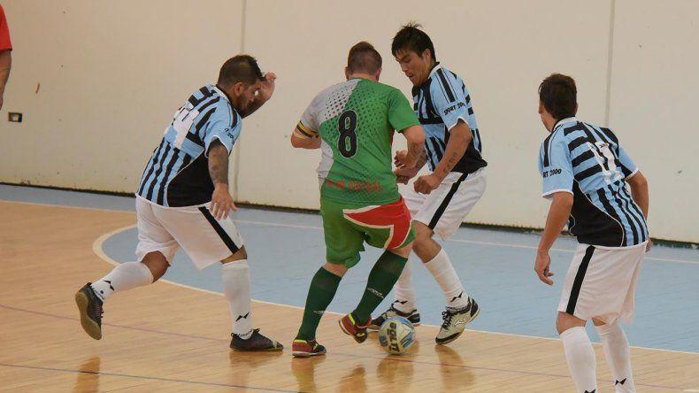 El fútbol de salón oficial continuará esta tarde con más acción en el gimnasio municipal 1.