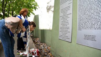 El homenaje que se realizó ayer en el lugar donde estaba emplazada la embajada.