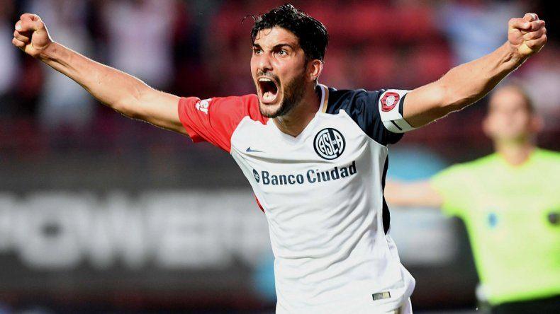 Nicolás Blandi en el festejo del segundo gol de San Lorenzo.