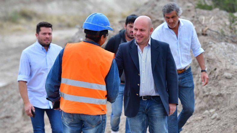 Sastre anunció el inicio de una red eléctrica y un plan de pavimento