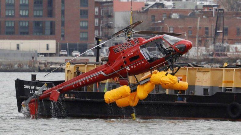 Tras la muerte de la argentina, prohíben los vuelos de helicópteros sin puertas