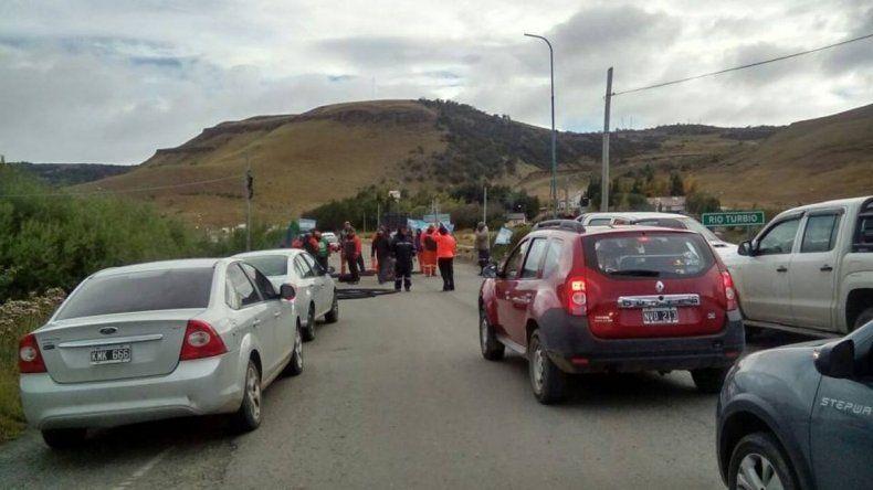 Trabajadores de YCRT cortan la ruta N°40