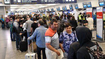 El lunes no habrá vuelos: aeronáuticos se suman al paro