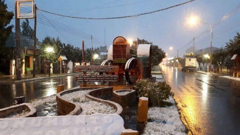 Santa Cruz despide el verano con nieve