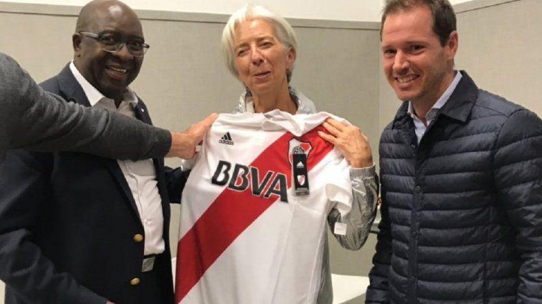 Christine Lagarde se llevó la camiseta de River