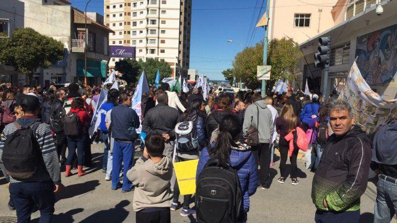 Estatales se movilizaron por el centro de la ciudad