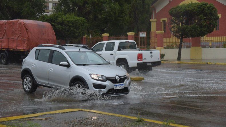 Llovió 11 milímetros en 4 horas y generó complicaciones en los canales pluviales