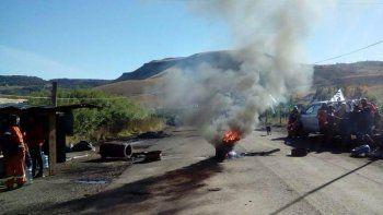 Los accesos a Río Turbio y 28 de Noviembre por la Ruta 40 están bloqueados por piquetes de trabajadores mineros.